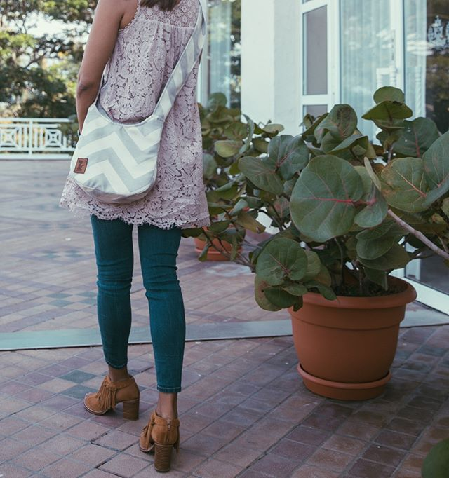 It's day 2 of the work week & we're taking it on in style. Let's do this! // Featuring the Chev Mini Hobo