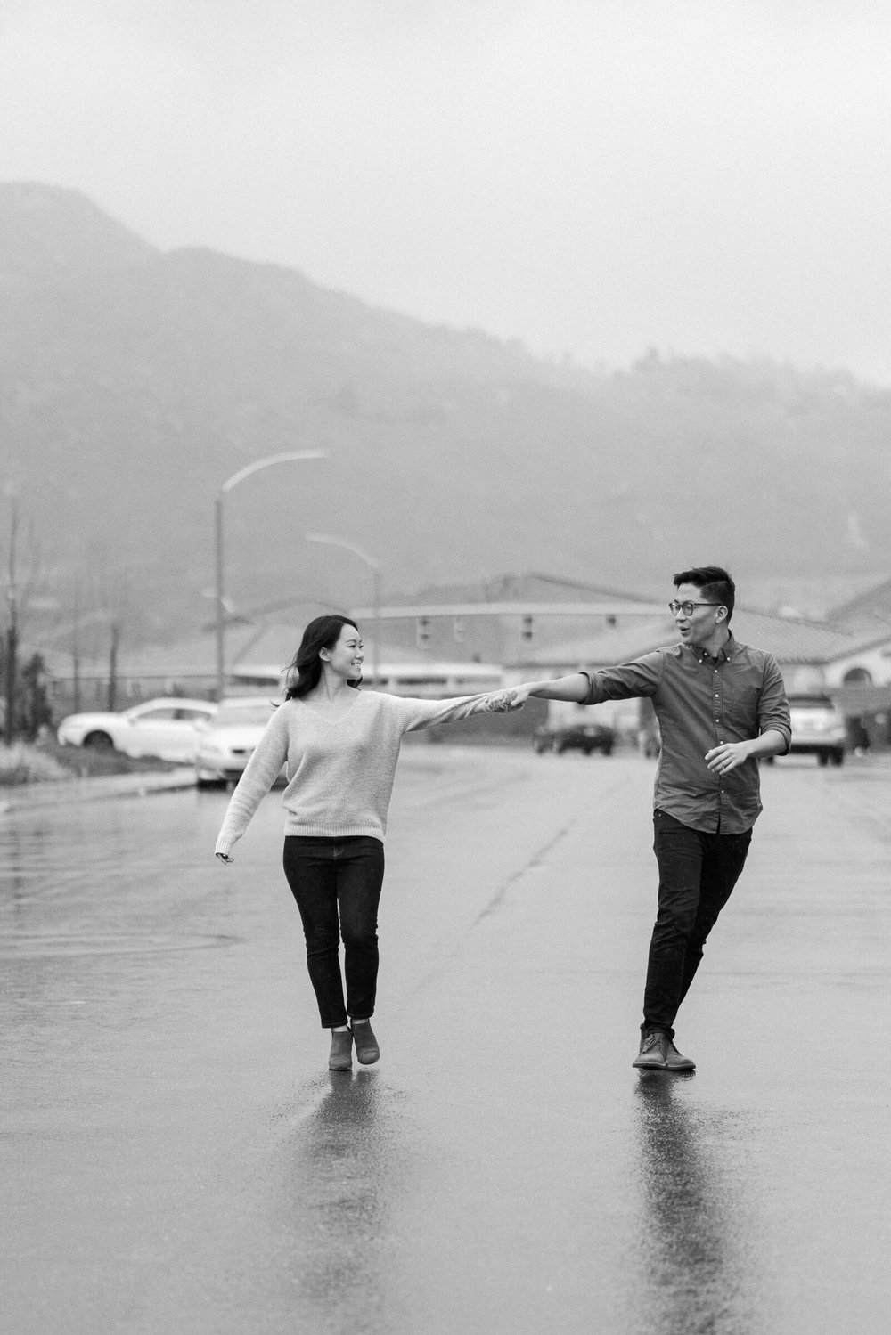 rainy-surprise-proposal-3.jpg