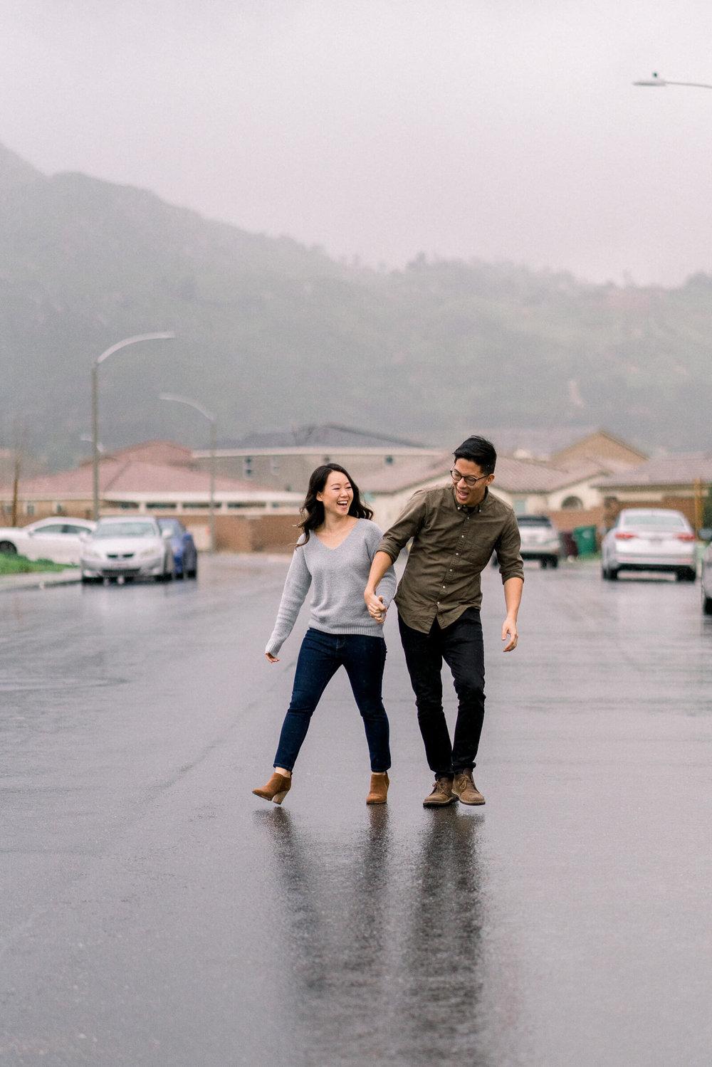 rainy-surprise-proposal-5.jpg