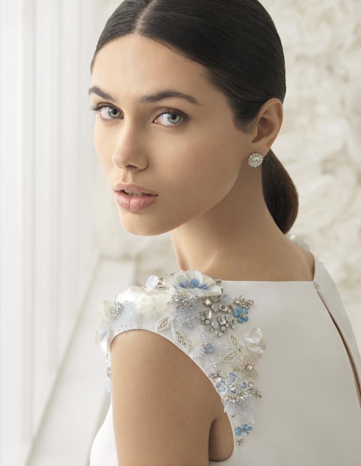 3D-Print - Ob Blumen, Schmetterlinge oder abstrakte Muster in weiss, silber, gold oder blau - das Brautkleid soll zum anfassen schön sein! Ausgefallene 3D -Elementen an der Rückenpartie, den Schultern, Ärmeln oder am Dekolleté sind einer der herausragenden Trends 2018.
