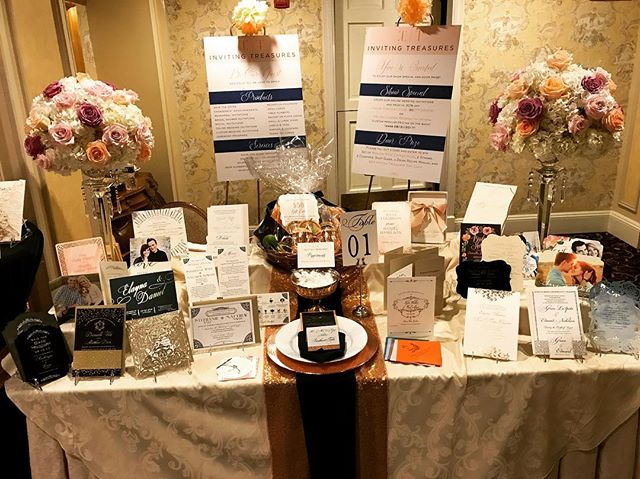 Had a great showcase at @oldemillinn weddingfest 2017! Thanks to @floriographydesigns for creating our beautiful floral decor, they were gorgeous (@floriographydesigns is the florist of your dreams).