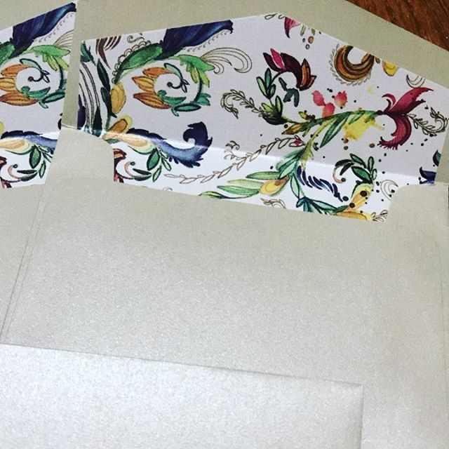 Make your wedding #envelope pop! Are you a fan of colored liners or decorative envelope liners?