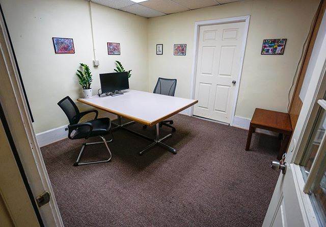 All of our members have access to our private conference room, with an online calendar to schedule their meetings from anywhere! Starting at $99/mo our monthly members have unlimited use! Great way to get some privacy for a team meeting or meeting with clients. #goworkingiscoworking #openandaccessible #professionalworkspace
