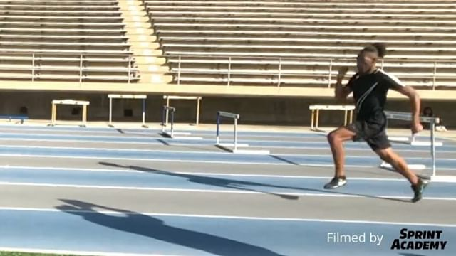 "Super slowmoed 🎥 @v_rouble550 during @yourtemplefitness12_1 session on ""Making Your Hurdlers Faster"" at @la84 Advanced Track & Field Clinic. Had a outstanding time learning and connecting with their incredible lineup of instructors. It's always a pleasure to engage with people who enjoy learning and teaching as much as I do‼️"