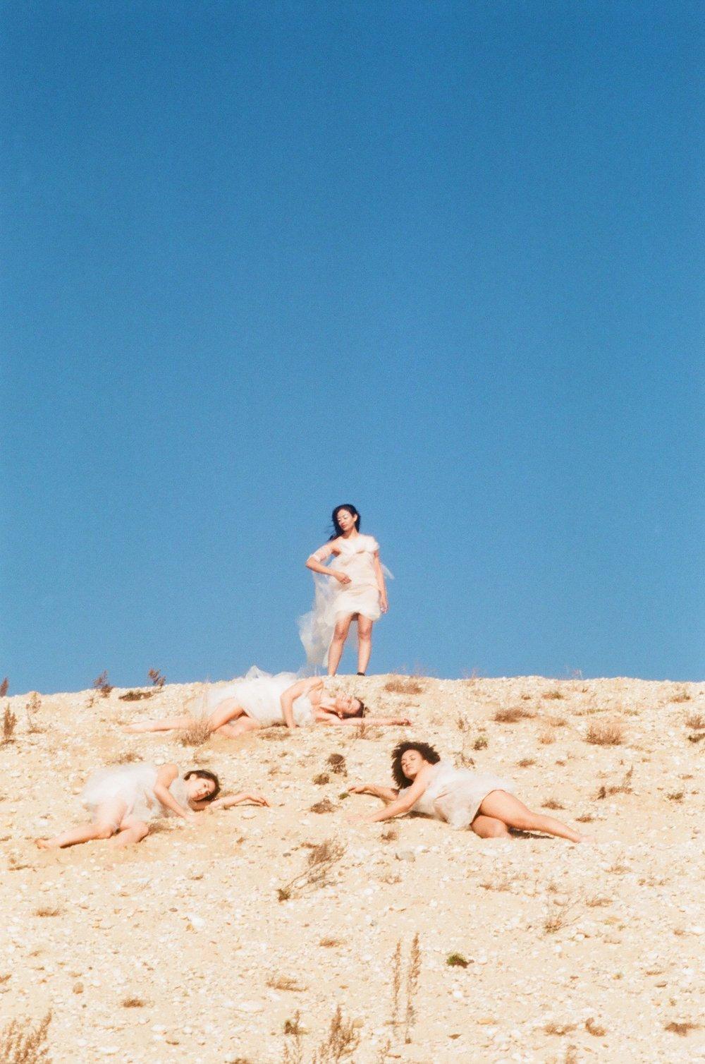 Group_of_women_mountainside.jpg