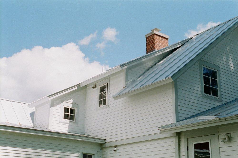 Roof_Vermont_inn.jpg