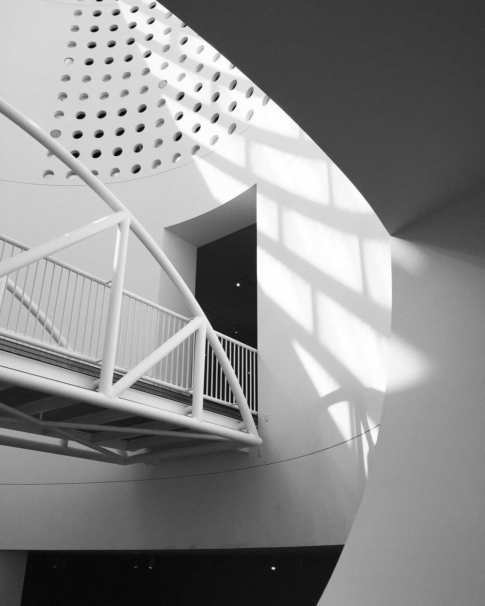 veronica lee sfmoma black and white architecture oculus bridge