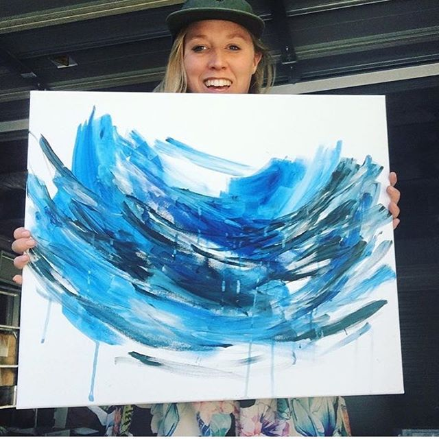 There is something so special about blue 🌊🌊🌊 I'll be back in the studio this weekend so it's the perfect time to get in orders 😍 #ocean #blue #painting #costomorders