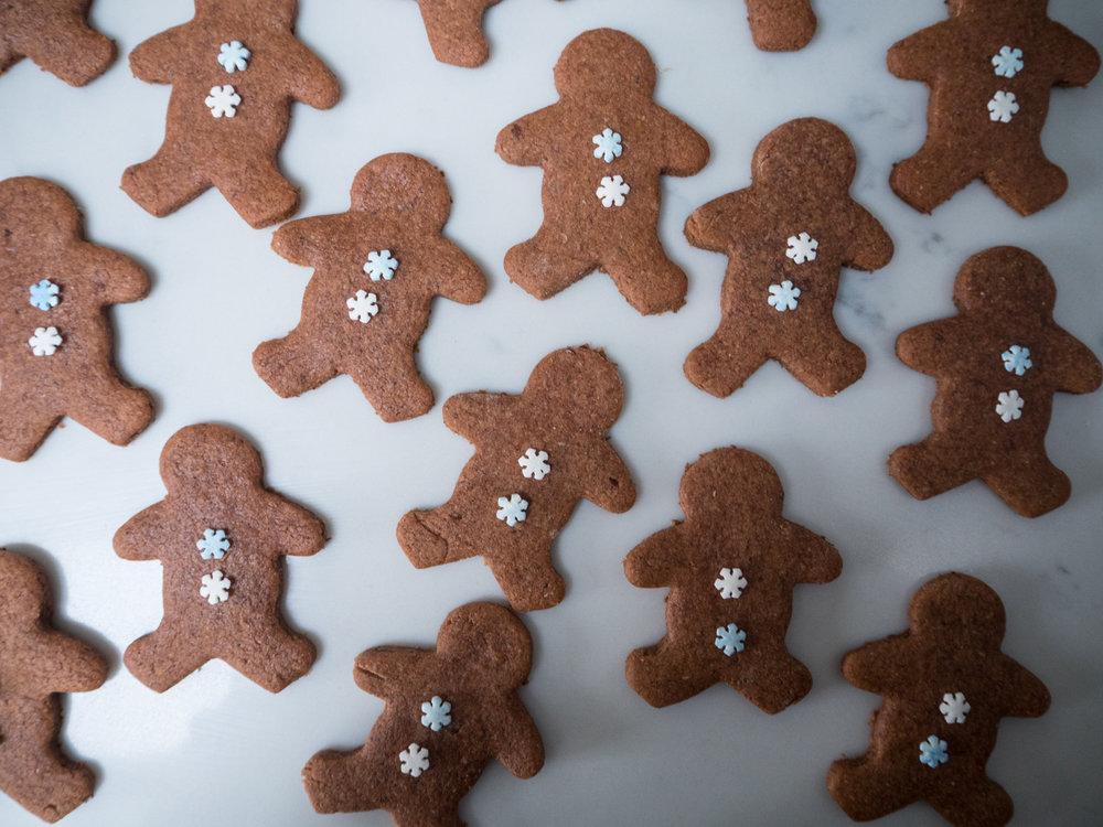 gingerbread men-270035.jpg