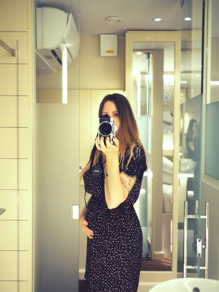 Obligatory bathroom selfie with guest appearance from bump..