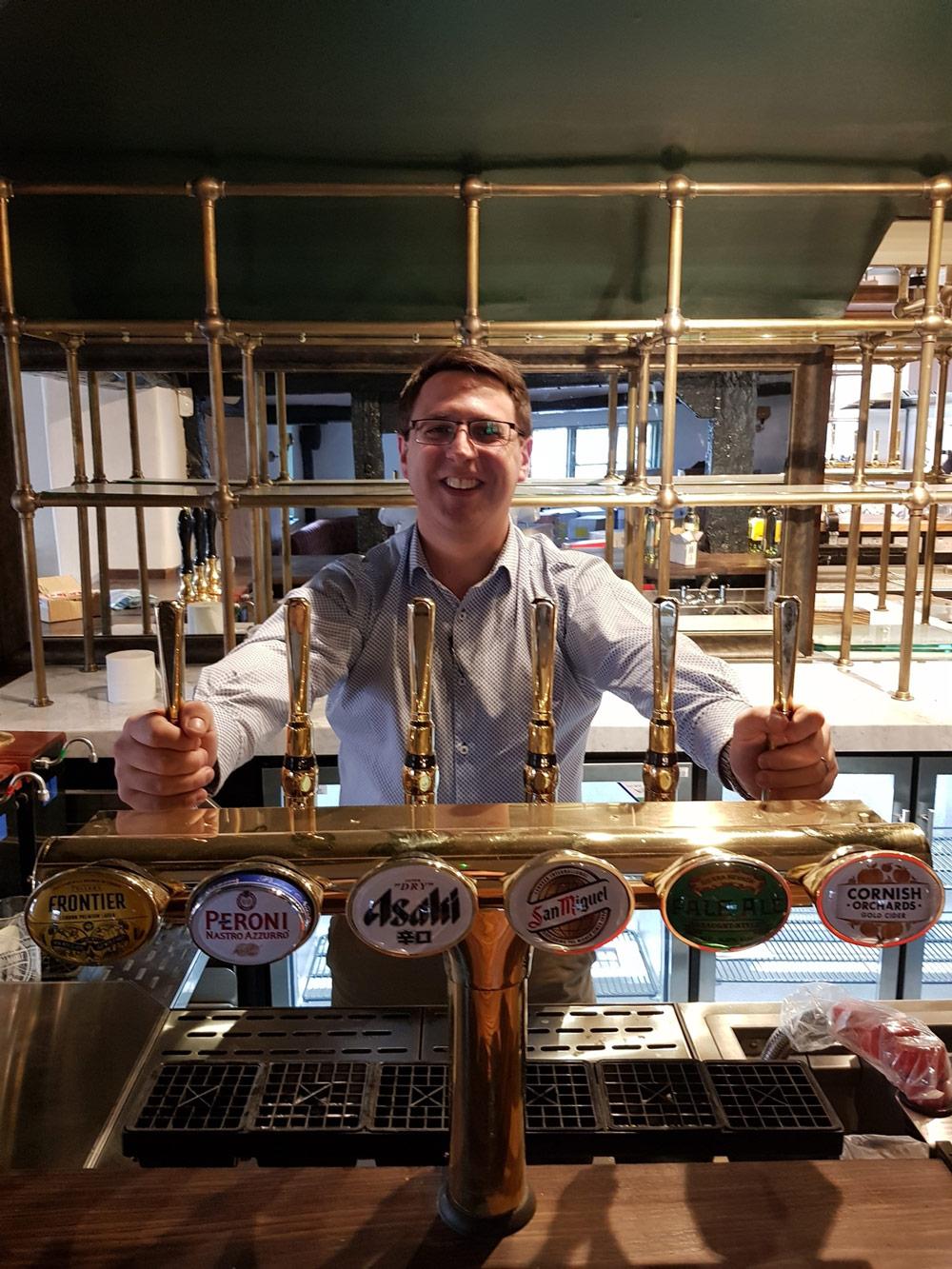 Damien-Hughes,-GM-behind-the-new-bar-at-The-Polecat-med-res.jpg