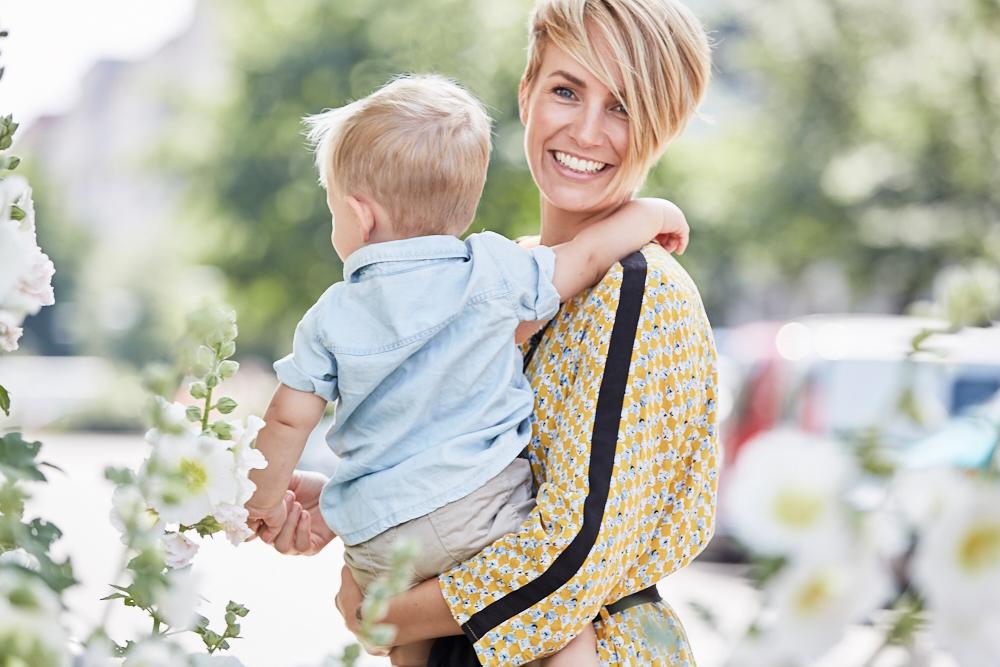 LOOK OF THE WEEKworking mom - Ich liebe meinen Sohn Noah über alles und seit er geboren wurde, ist einfach alles schöner. Aber ich liebe auch meinen Beruf und ich wusste schon immer, dass ich Familien- und Berufsleben unter einen Hut bekommen wollte.LOS GEHT'S
