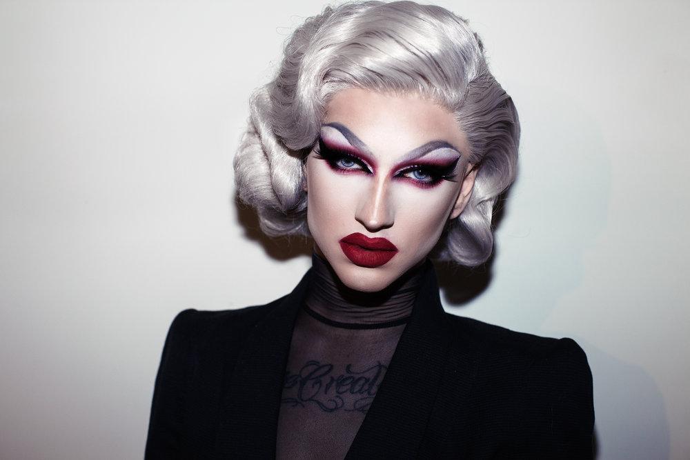 MEET THE ARTISTdrag queens hungry & chloe - Drag Queens sind schon lange keine Underground-Erscheinung mehr. Im Gegenteil: Sie sind Teil der Prominentenszene und werden als Stars gefeiert. Denn sie sorgen für Unterhaltung, stehen im Rampenlicht und lieben es zu entertainen.LOS GEHT'S