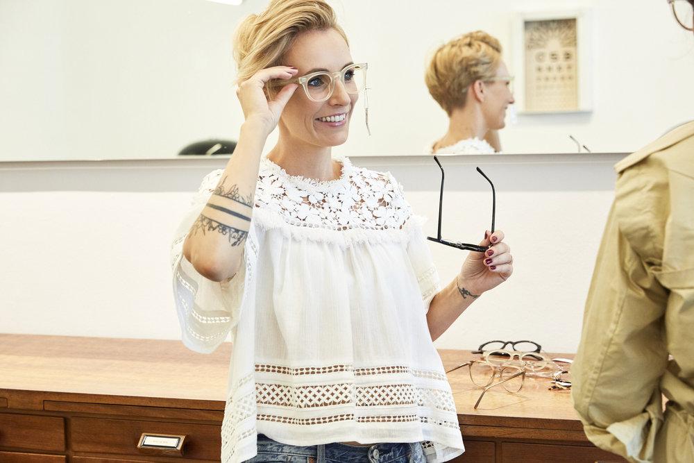Zwischen den ganzen schönen Brillenmodellen konnte sich Miriam gar nicht entscheiden