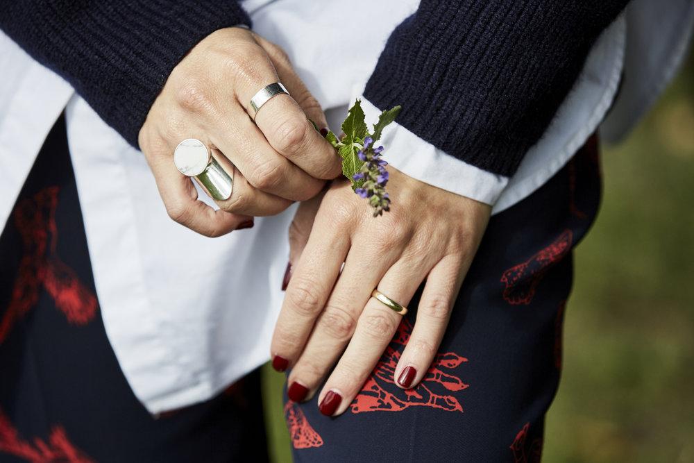 Gerade die Knöchel sind im Herbst und Winter sehr rau und müssen speziell gepflegt werden, daher ist es noch wichtiger, eine Handcreme zu benutzen als sonst.