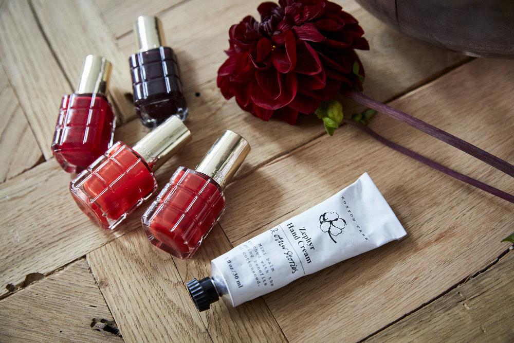 RED NAIL DAYrote nägel klassisch & schön - Hier findest du ein paar hilfreiche Tipps, damit die Nägel schön lackiert aussehen und lange halten!LOS GEHT'S