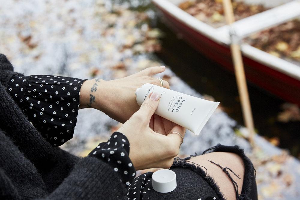 Miriam: Ohne Handcreme gehe ich nie aus dem Haus. Gerade im Winter ist solch eine Handcreme ein Muss für schöne geplfegte Hände.