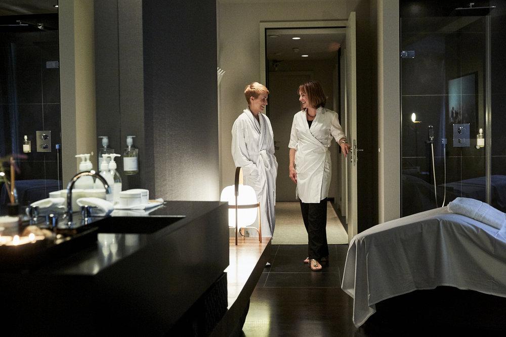 Begrüßung durch Spa-Managerin Anne-Kathrin Schmidt vom Susanne Kaufmann™ Boutique SPA