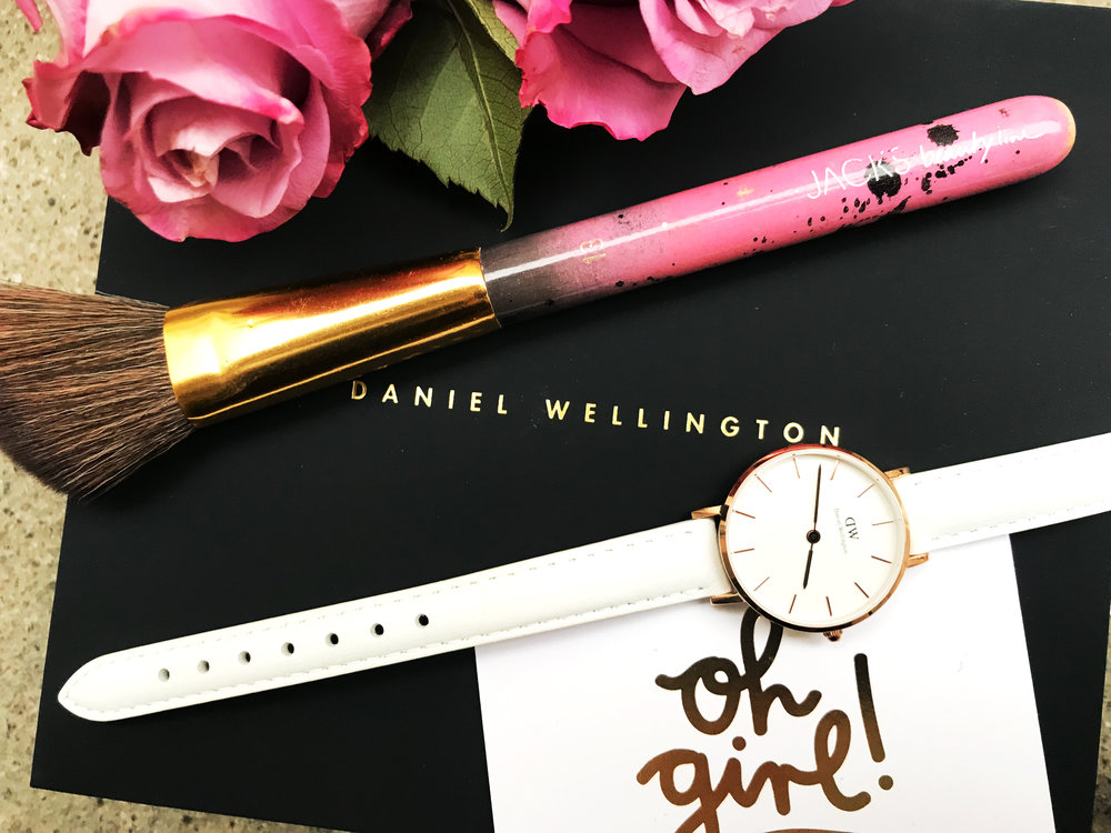 Daniel Wellington Classic Petit Bondi 32mm in Weißgold. //  JACKS beauty line Rouge Pinsel Nr. 13