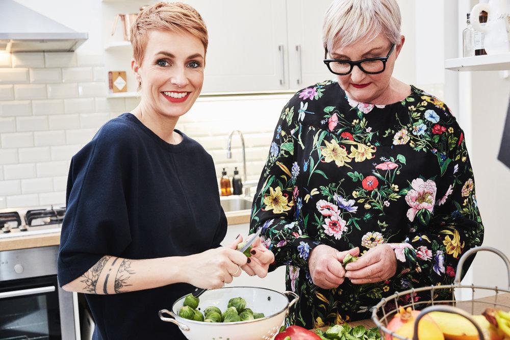 Zusammen in der Küche stehen und Gemüse putzen -das habe ich schon mit Mama gemacht als ich ganz klein war.