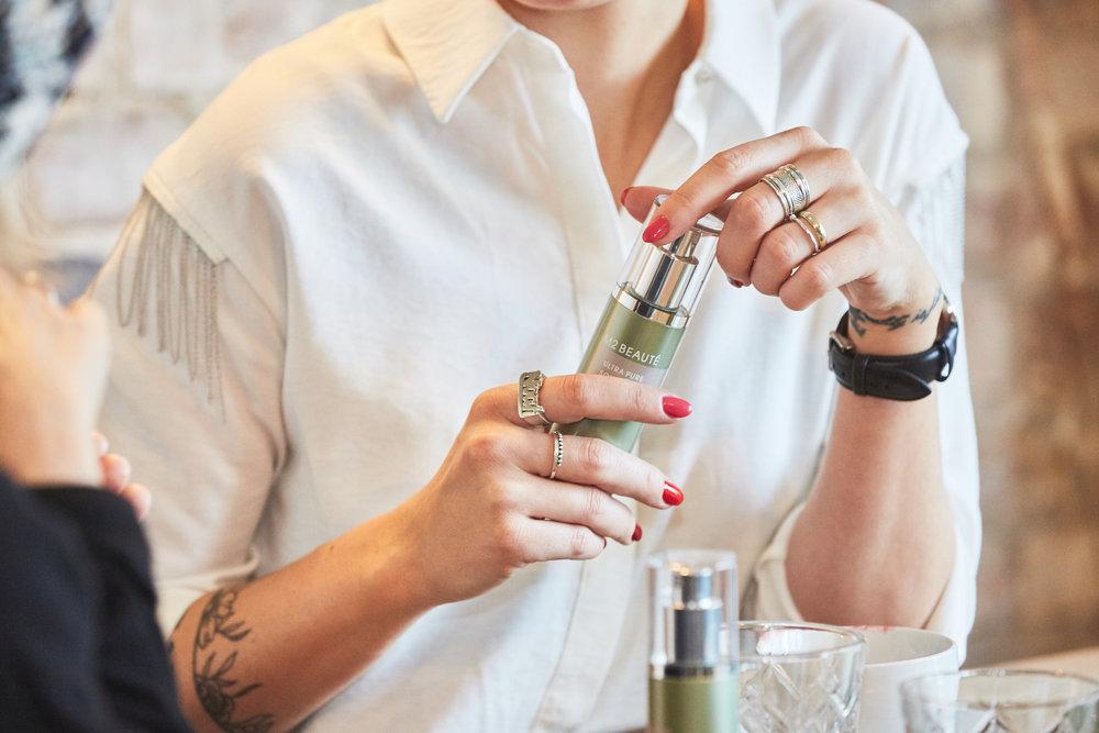 Miriams Lieblingsprodukt ist das Hyaluron & Collagen Facial Nano Spray, das dem Gesicht im Nu Frische und Feuchtigkeit spendet.