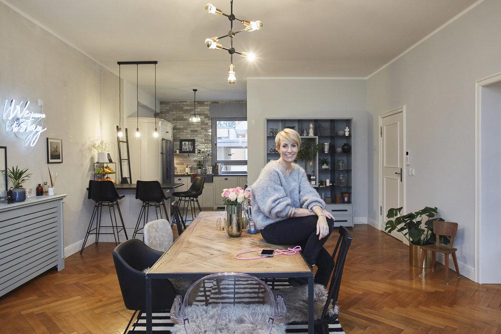 HOUSE OF JACKSesszimmer & küche - Diese Woche stelle ich euch unsere Küche und das Esszimmer vor.Ich zeige euch wieder spannende Vorher/Nachher Bilder und gebe euch wieder hilfreich Tipps wie man viel Geld beim Hausbau sparen kann…LOS GEHT'S