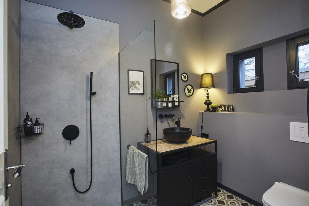 HOUSEOFJACKS_BATHROOM.jpg