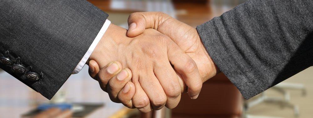 shaking-hands-3091906.jpg