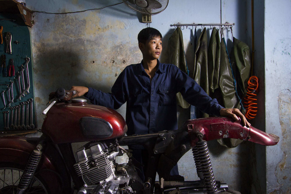 Portrait of a young mechanic at VIP Bikes | Environmental Portrait Photographer in Vietnam | Francis Roux Portfolio