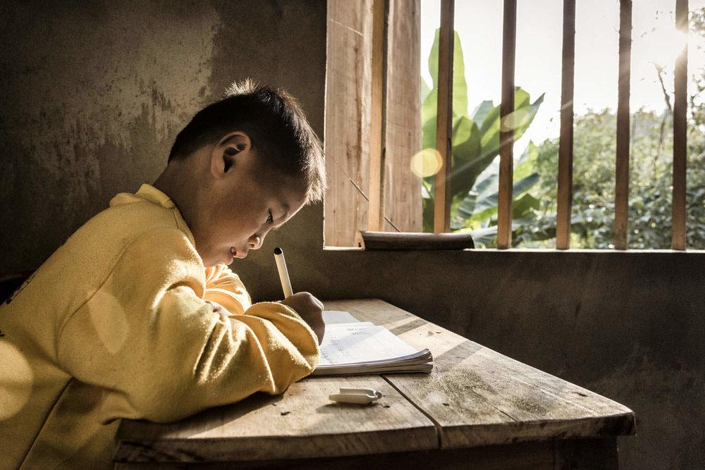 Doing homework | Habitat for Humanity | NGO photographer Vietnam | Francis Roux