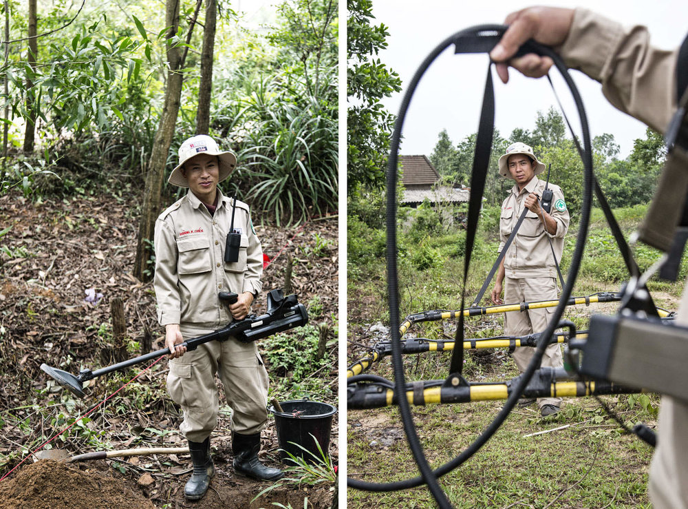 Operators looking for UXO | NGO photographer in Vietnam | Francis Roux