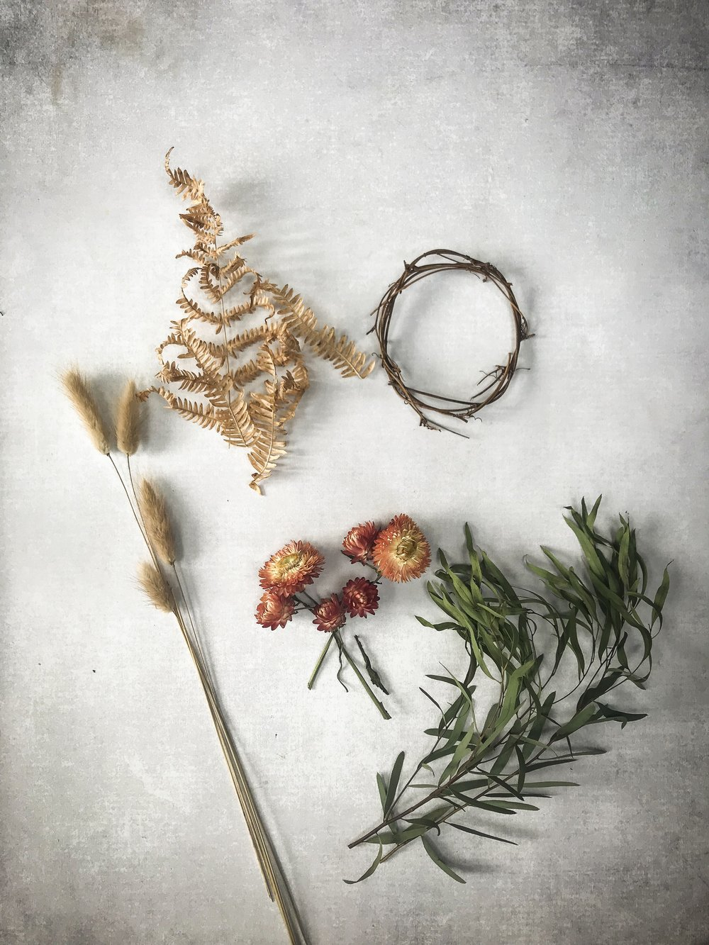 the best materials to make wreaths with