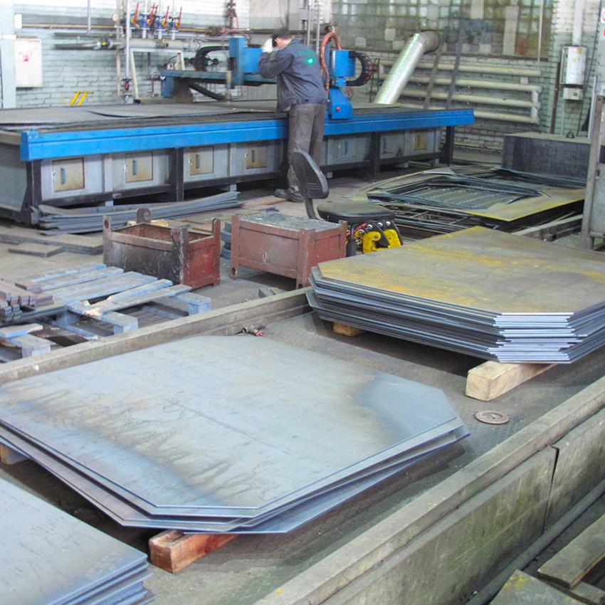 ПЛАЗМЕННАЯ РЕЗКА   Обработка металлопроката на производственном предприятии СТ-Машин в г. Балашиха. Разрезанные металлические листы складируются, а после упаковываются по требованию Заказчика. Спомощью плазмы удается разрезать практически любой тип металла, включая цветной, тугоплавкий и черный. В последние годыиспользование плазменного потока для раскроя материалов набирает все большую популярность.