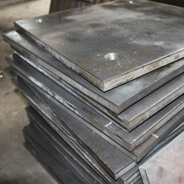 ЗАГОТОВКИ ИЗ МЕТАЛЛА   Рубка металла гильотиной – один из самых распространенных способов раскроя металлических листов. Современная гильотина для рубки металла предприятия СТ-Машинпозволяет обеспечить высокую скорость выполнения работ и достаточно высокое качество кромок разрезанных поверхностей.