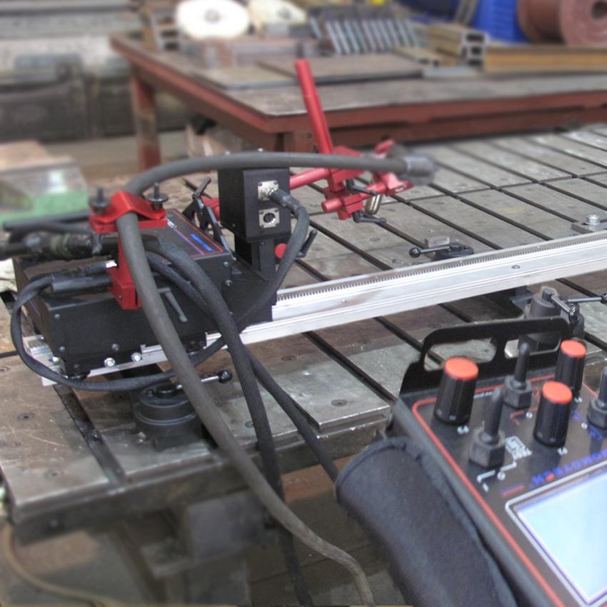 АВТОМАТИЧЕСКАЯ СВАРКА   Автоматическая сварка в среде защитных газов с использованием сварочного трактора. Оборудование СТ-Машин:Rail Bull, модульная механизированная каретка для различных видов сварки, термической резки и строжки на плоских и криволинейных поверхностях, трубах и резервуарах.