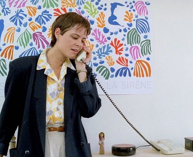 A print by Matisse on the wall in Eric Rohmer's Tale of Springtime / Conte de Printemps 1990. @eric.rohmer_toujours #ericrohmer #interieurderohmer #matisse