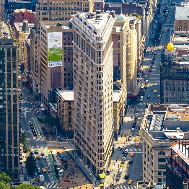 Flatiron Building is one of the most famous skyscraper in New York. . . #newyorkcity #landmarks #skyscraper #flatiron #flatironbuilding #nyc #manhattan #mustsee #sarahomestay #sarashomestay #destination #homestay #studyabroad