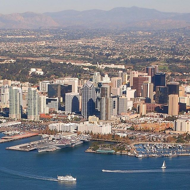 Skyline view of San Diego. . . #sandiego #california #skyline #skyscraper #sarashomestay #sarahomestay #homestay #destination #california