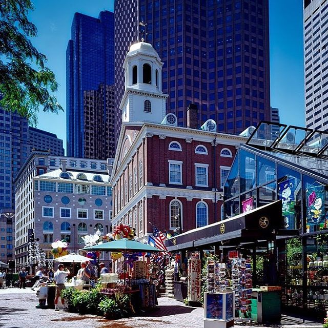 When in Boston, a stop at the Faneuil Hall marketplace is a must. ⠀⠀⠀⠀⠀⠀⠀⠀⠀⠀ ⠀⠀⠀⠀⠀⠀⠀⠀⠀⠀ ⠀⠀⠀⠀⠀⠀⠀⠀⠀⠀ ⠀⠀⠀⠀⠀⠀⠀⠀⠀⠀ #boston #destination #travel #explore #massachusetts #faneuilhall #marketplace #sarashomestay #sarahomestay