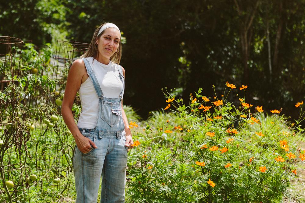 Amalia Hernández Mercado - Agricultora - Gerenta de Relaciones PúblicasCapacitada en la pedagogía Montessori, Amalia se encarga de coordinar con voluntarios y grupos de estudiantes.