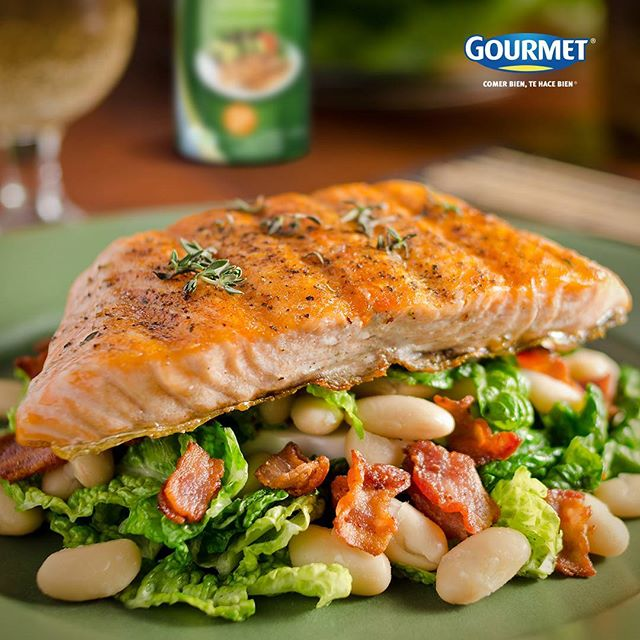 La comida es combustible para el cuerpo, no le tengas miedo a comer alimentos que nutran. ¿Qué tal un salmón preparado con Aceite control Gourmet® y una ensalada de hojas verdes, mango, zanahoria y nueces? ¡Simplemente delicioso!  #GourmetMeLoDijo #ComerBienTeHaceBien. . . . #Salmón #food #Foodporn #tips #comida #dinner #cook #gourmet #aceite #ensalada #nueces #hojasverdes #green #saturday #Colombia.