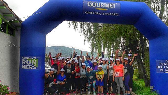 Ya está listo el equipo de Gourmet Runners para el primer entrenamiento del año. Si quieres participar en todas las actividades que tenemos para ti, inscríbete en www.gourmetrunners.com.co #GourmertMeLoDijo . . . #Carrera #Entrenamiento #verde #montaña #greenday.