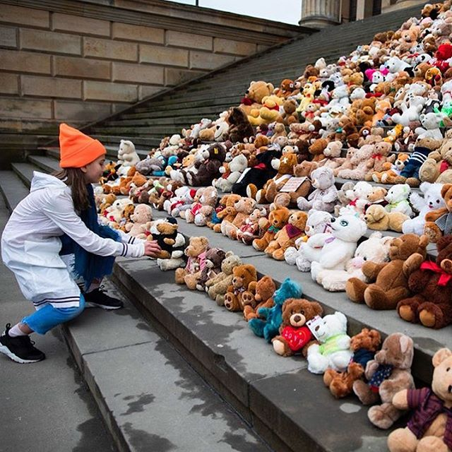 740 teddy bears to represent the 740,000 displaced children by the ongoing Syrian Civil War. These bears were put outside the steps of Berlin's Concert Hall by a humanitarian aid group.  Exactly 7 years ago from today the Syrian Civil War began. The refugee crisis today is one of the worst humanitarian crises of all time. On this day, we're reminded of the 5.6 million Syrian refugees and the endless hardships these people face everyday, seeking shelter, safety, and comfort.  It is just as important now as it was 7 years ago to stand up, protect, and welcome those most vulnerable. No act is too small. #studentsforrefugees #istandwithrefugees #refugeeswelcome  ll 📸 credit: @cnn