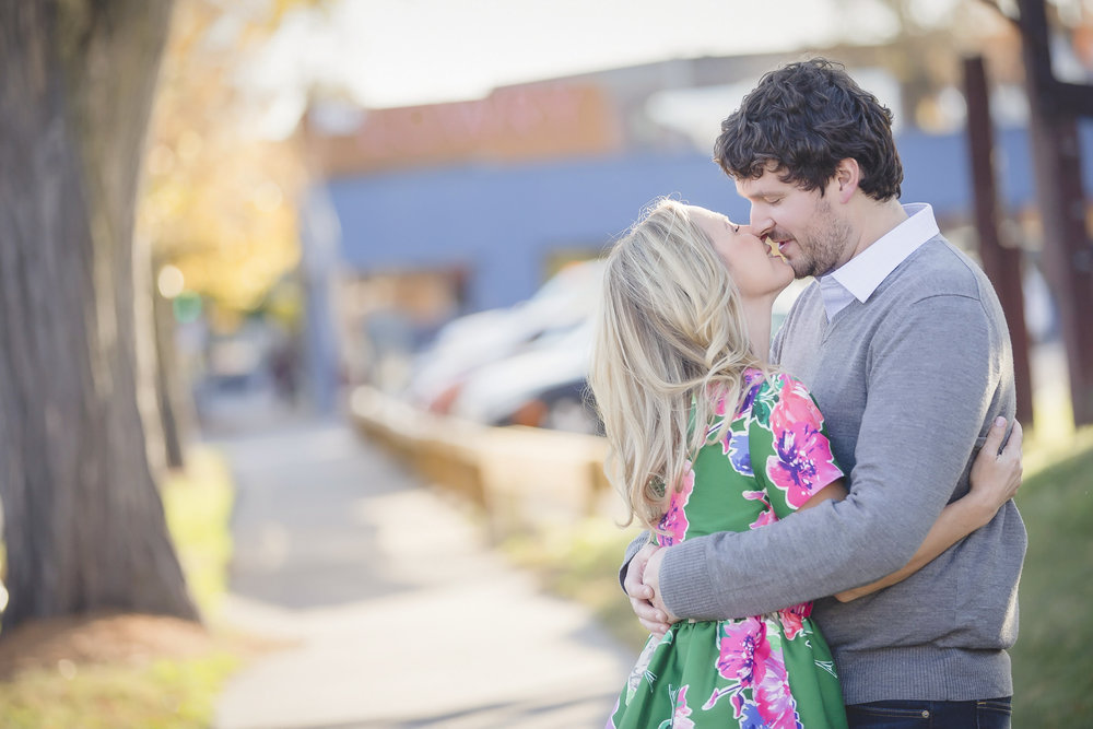 uptown minneapolis lakes engagement session-6.jpg