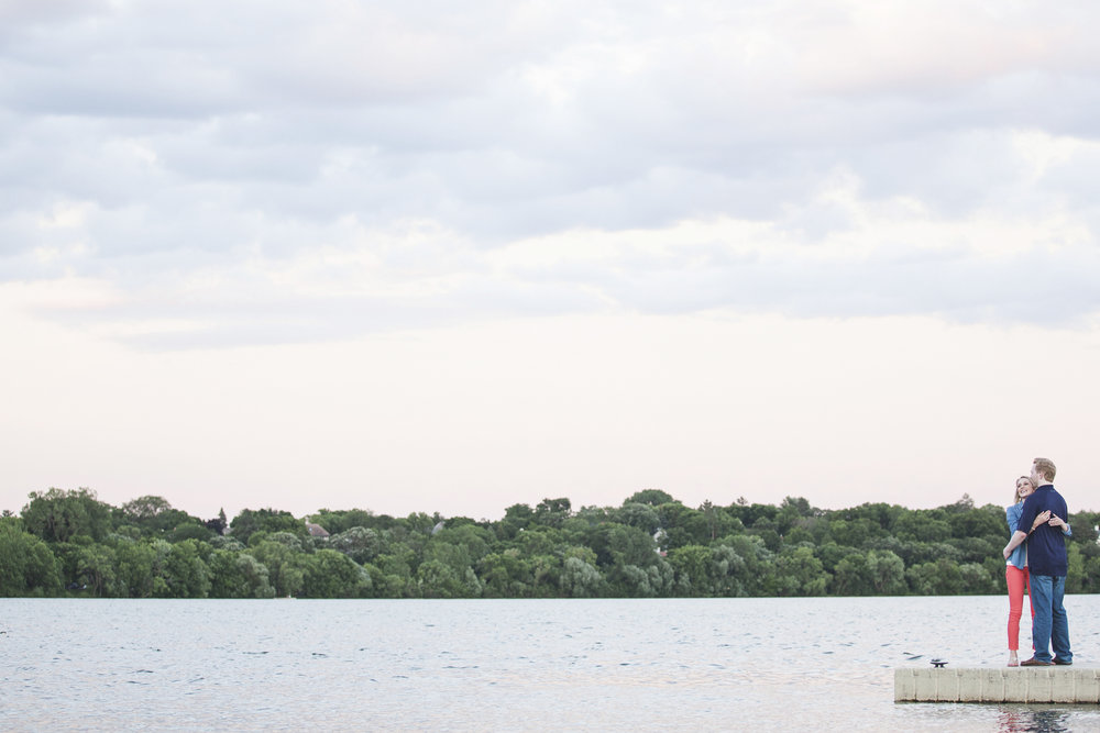 lake harriet minneapolis canoe engagement session-14.jpg