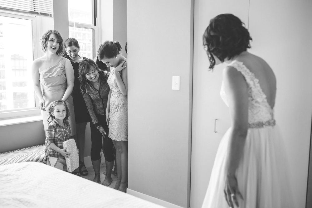 20 bauhaus brewery minneapolis wedding photographer bride getting ready.jpg