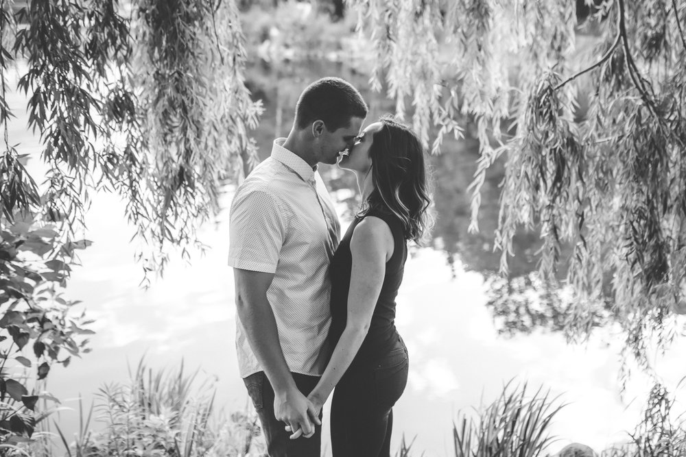 minneapolis black and white engagement session-9.jpg