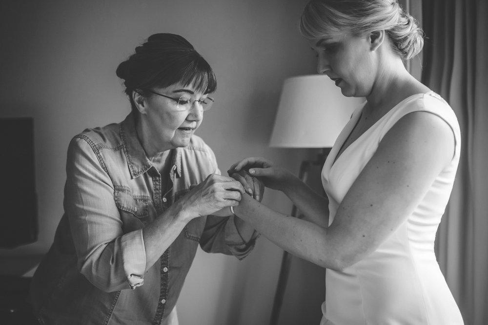 McNamara Alumni Center Minneapolis Wedding Photographer-8.jpg