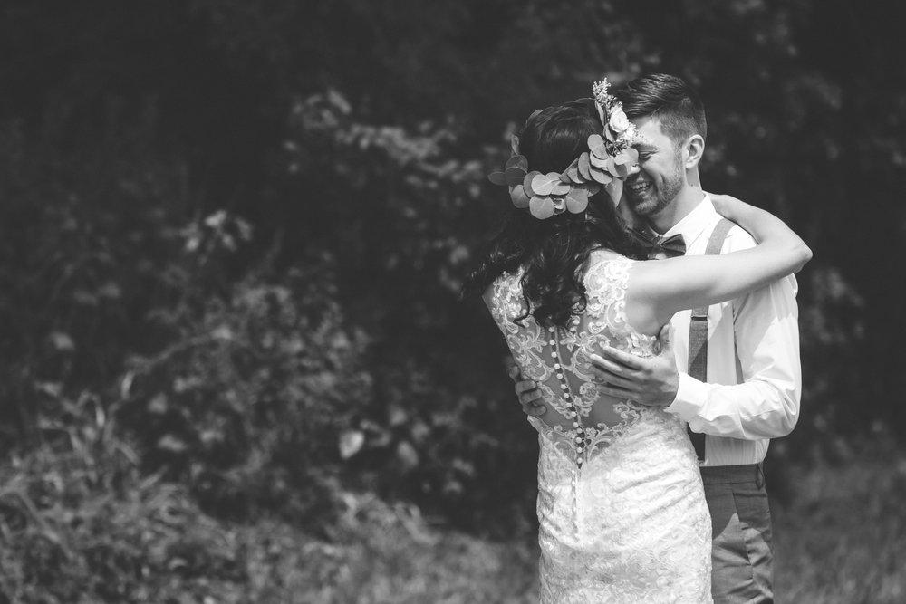 minneapolis backyard wedding photographer-13.jpg