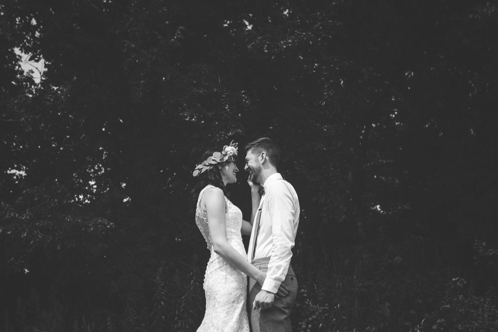 minneapolis backyard wedding photographer-14.jpg